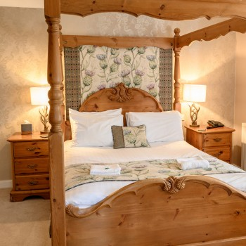 Accommodation - Four poster room