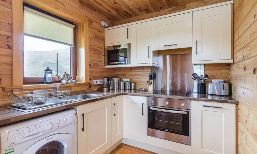 Accommodation - Luxury Lodges with Hot Tubs - 2 bedroom lodge - kitchen area