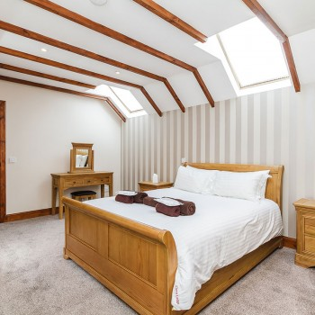 Accommodation - Luxury Lodges with Hot Tubs - Old Mill Lodge bedroom