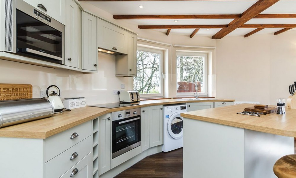 Accommodation - Luxury Lodges with Hot Tubs - Old Mill Lodge kitchen area