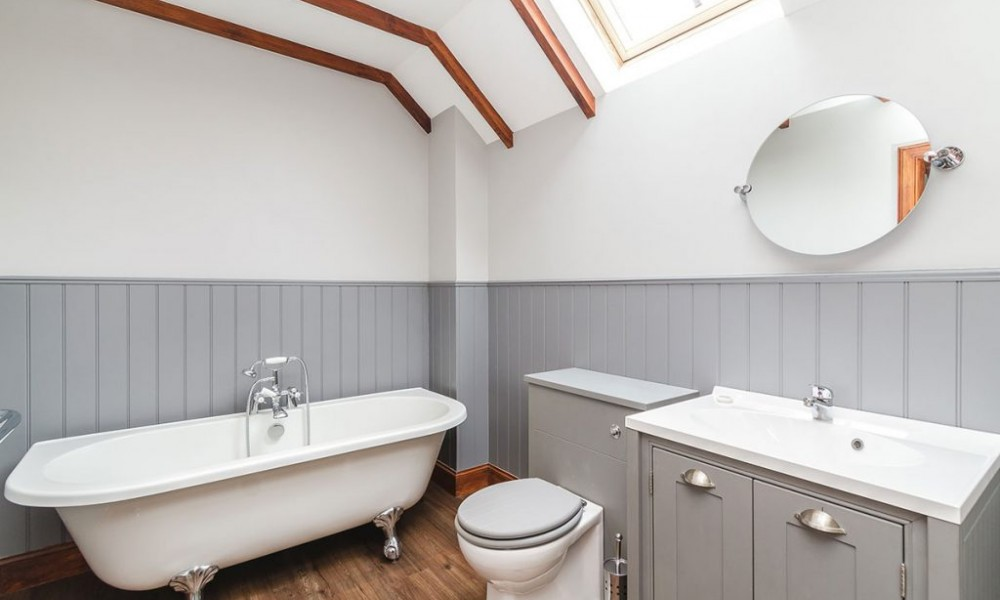 Accommodation - Luxury Lodges with Hot Tubs - Old Mill Lodge bathroom